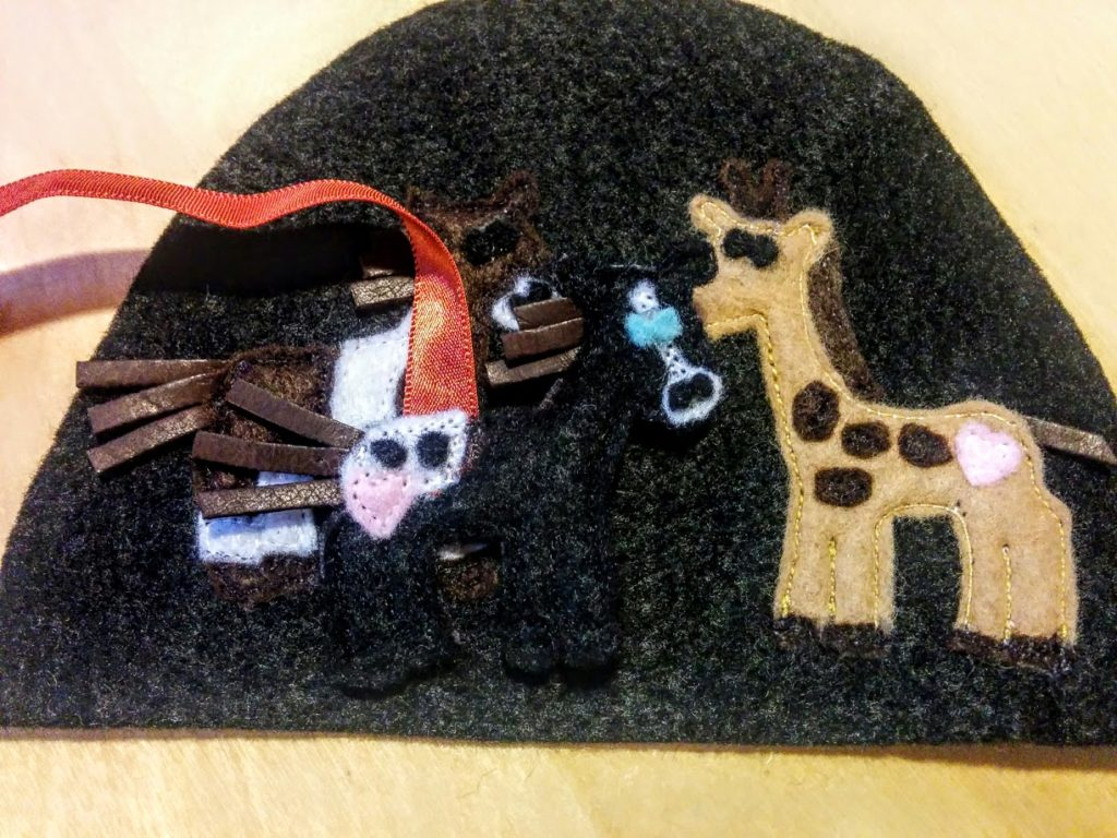 place-hot-glue-velcro-loose-horse-inside-ark-door-Noahs-ark